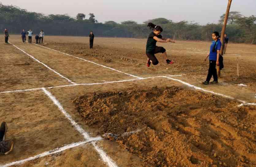 प्रतिभा निखारने खेत में बनाया एथलेेटिक्स खेलों का ट्रैक