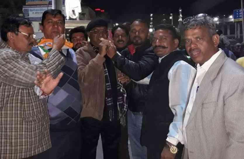 राहुल गांधी के राष्ट्रीय अध्यक्ष बनने पर कांग्रेसियों में छाया उत्साह, युवाओं में खुशी की लहर, मनाया जश्न