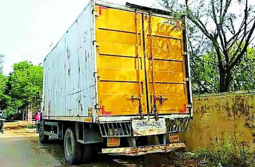 बड़ी लूट, लुटेरों ने फिल्मी अंदाज में चालक को बंधक बना शराब से भरा ट्रक लूटा, पुलिस को मिला खाली ट्रक
