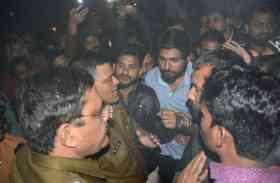 कमलनाथ की सुरक्षा में चूक, समर्थकों ने किया जाम, देखें वीडियो