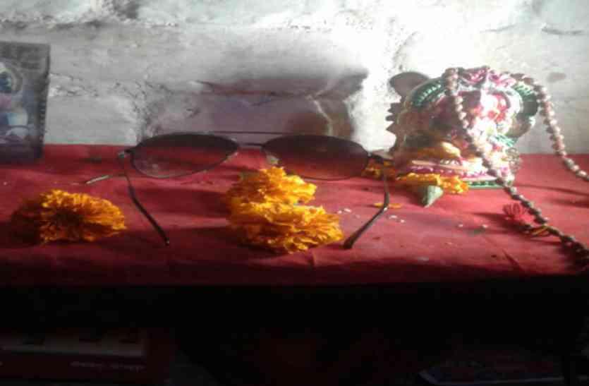 अमेठी का एक घर ऐसा भी, जहां राहुल गांधी के चश्मे की होती है पूजा