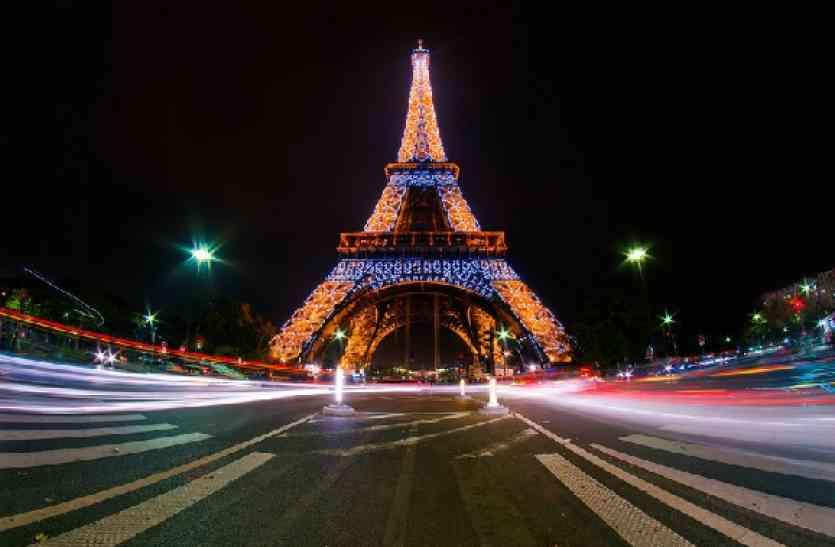 Video: नए साल की तैयारियां शुरु, रोशनी में जगमगा रहा एफिल टॉवर