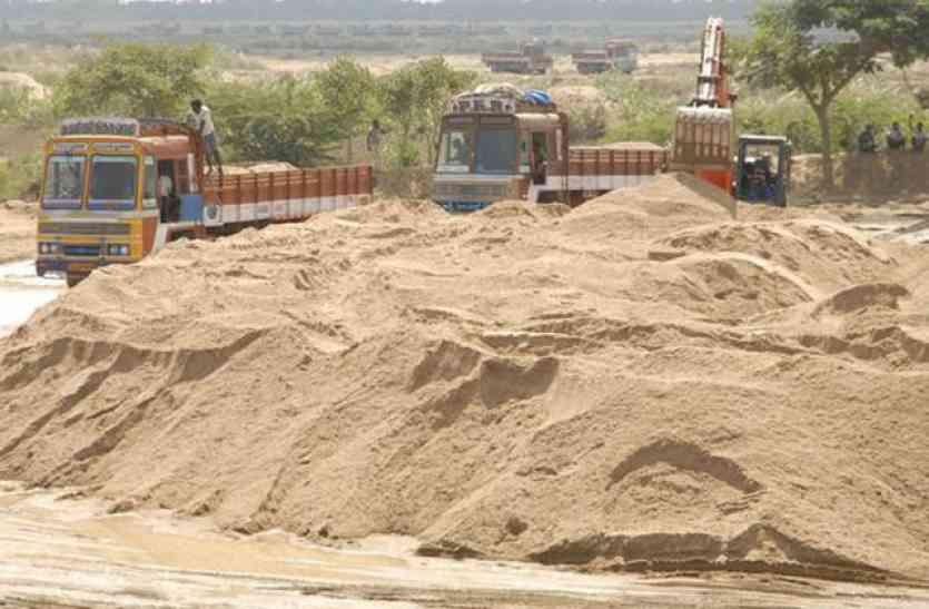 प्रदेश में बेलगाम हुए रेत माफिया, ASI को बंदूक के बट से पीटा, मदद के लिए आए फोर्स पर की फायरिंग