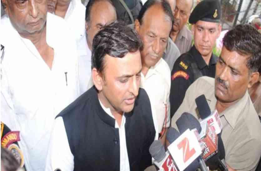Gujarat Election 2017 में भाजपा की जीत को लेकर ईवीएम पर फिर उठे सवाल, अखिलेश की पार्टी से आया बड़ा बयान