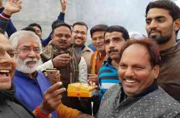 गुजरात और हिमाचल में भाजपा की जीत पर जश्न