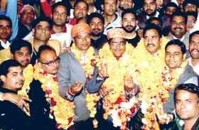 video बार एसोसिएशन उदयपुर के चुनाव में भाजपा ने मारी बाजी,समर्थकों ने की ढोल नगाड़े के साथ आतिशबाजी