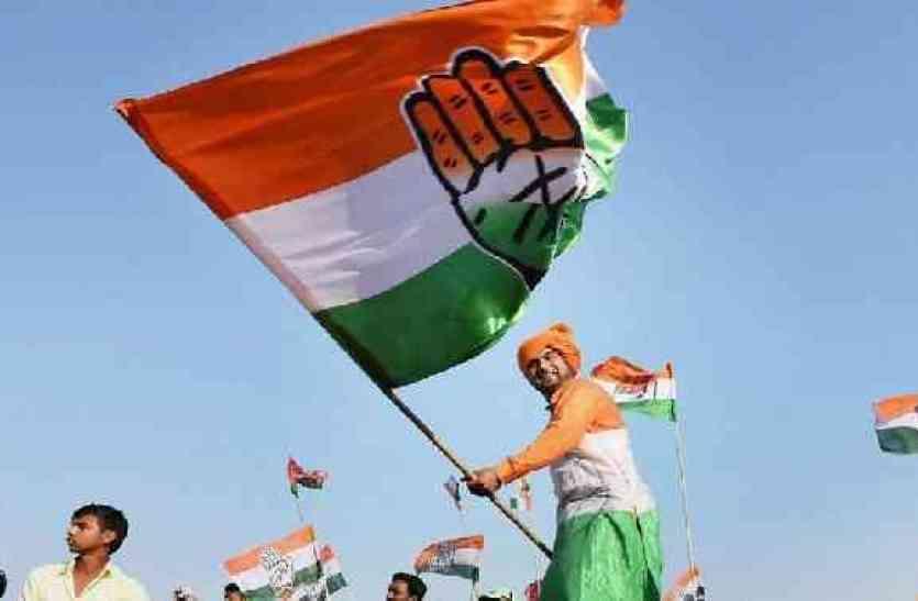 गुजरात में कांग्रेस को बड़ा झटका, पार्टी के 4 शीर्ष नेता हारे