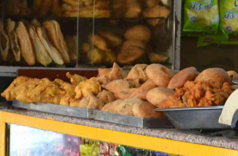 रेल्वे स्टेशनों पर खाना पड़ सकता है महंगा, जानिए कैसे?