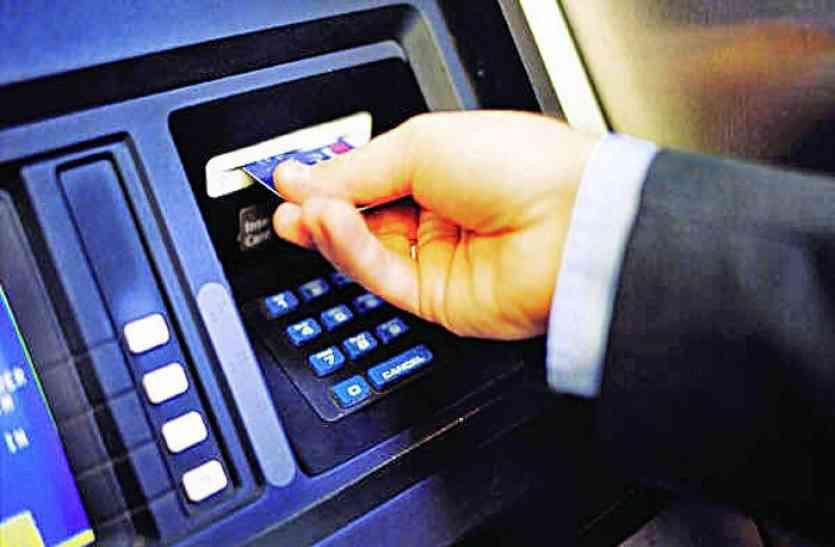 बैंक में पैसे जमा करने के बाद भी खाते में नहीं हो रही एंट्री