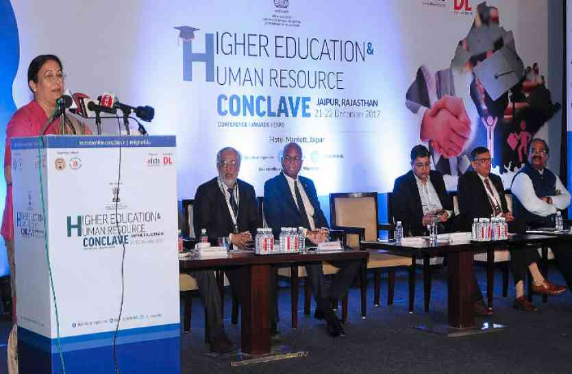 कार्यक्रम के दौरान बोलीं शिक्षा मंत्री, कहा- सरकार के प्रयासों से युवाओं के लिए बढ़ेंगे रोजगार के अवसर