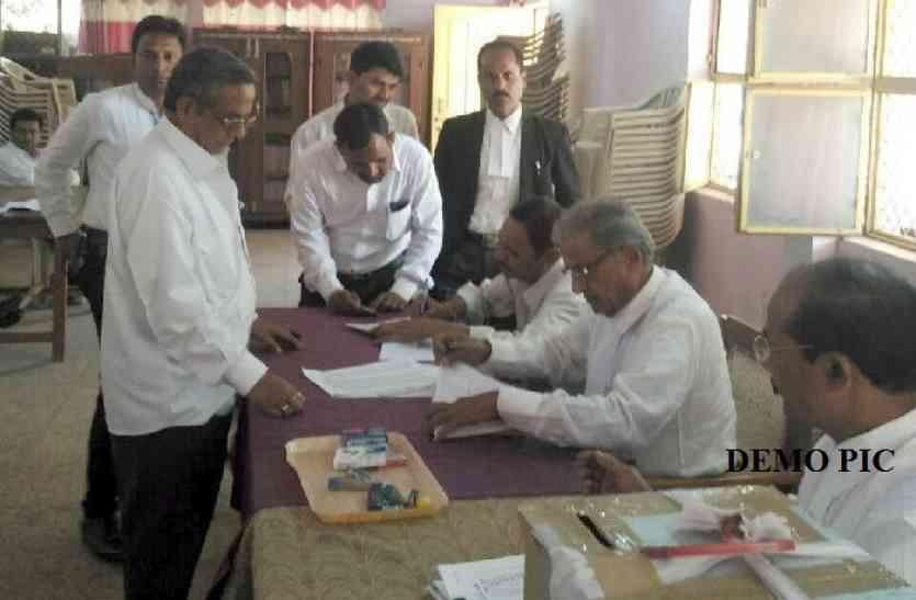यूपी के जौनपुर में मतदान आज, अध्यक्ष व महामंत्री के लिए कांटे की टक्कर