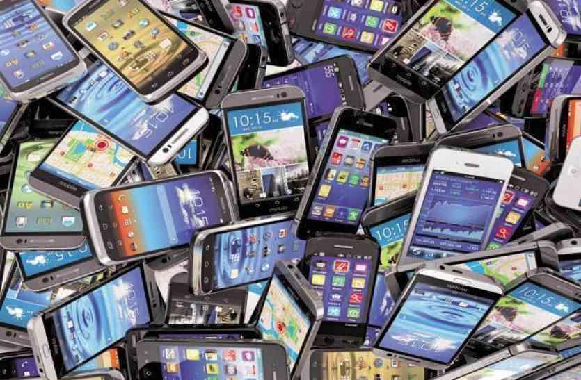 सस्ती हो सकती हैं मोबाइल सेवाएं, दूरसंचार मंत्रालय ने की GST कम करने की सिफारिश