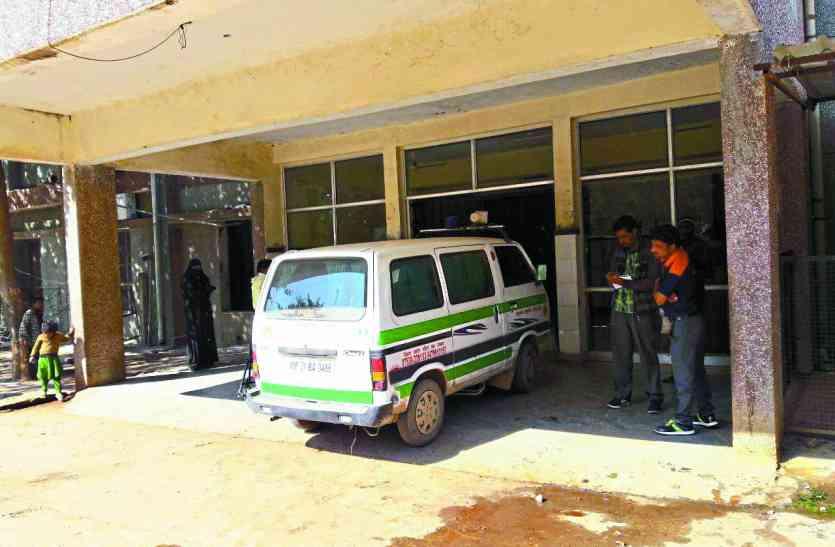 अस्पताल ने कर दिया था गंभीर बताकर रैफर,महिला ने चलती बस में दिया बच्ची को जन्म