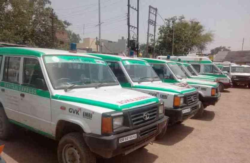 सरकारी अस्पताल परिसर में प्राइवेट एम्बुलेंस संचालकों का कब्जा