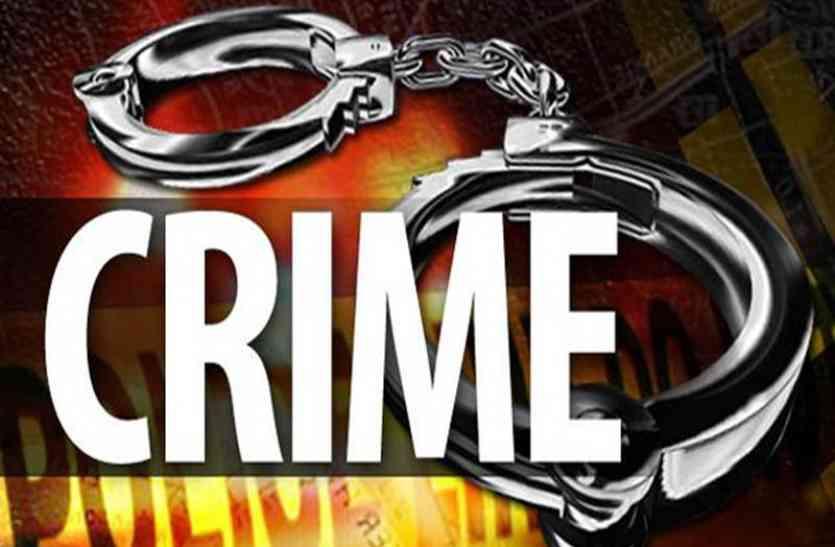 एटीएम कार्ड के साथ साइबर अपराधी अरेस्ट, दो किशोरियों को भगाया- आजमगढ़ क्राइम की अन्य खबरें