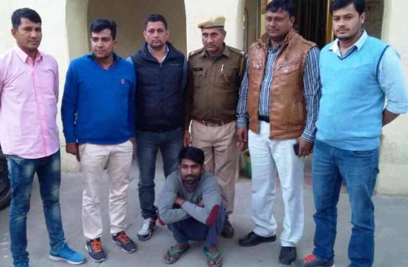फोन कर धमकी देकर मांगे थे 10 लाख रुपए, पुलिस ने किया गिरफ्तार