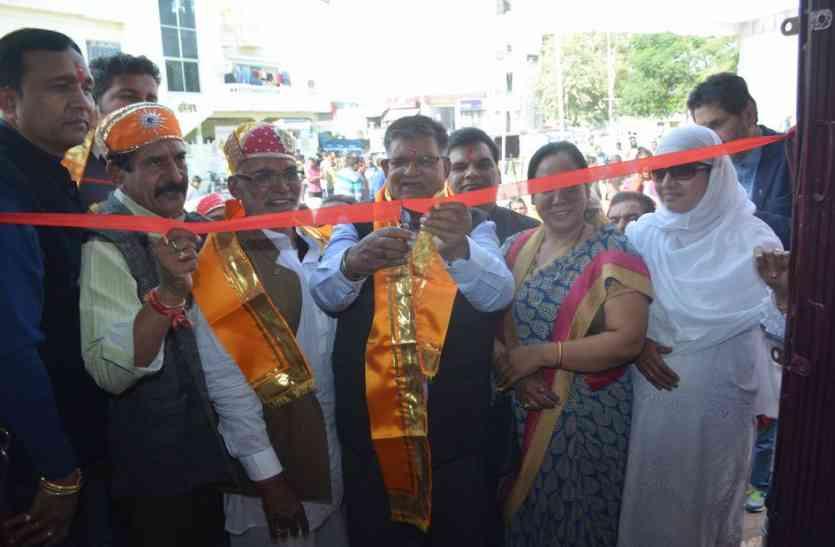 उदयपुर में रोशनी से जगमग हुआ न्यू आरटीओ रोड, लम्बे अर्से बाद एक साथ दिखे गृहमंत्री कटारिया व पूर्व शहर अध्यक्ष मूंदड़ा
