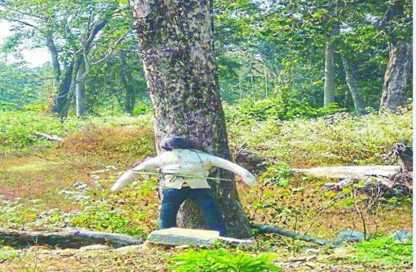 माओवादियों ने पैंट-शर्ट पहनाकर पुतले में रखा दिया 18 किलो का बम
