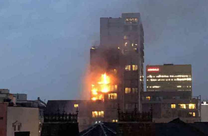 मैनचेस्टर की 12 मंजिला इमारत में लगी आग