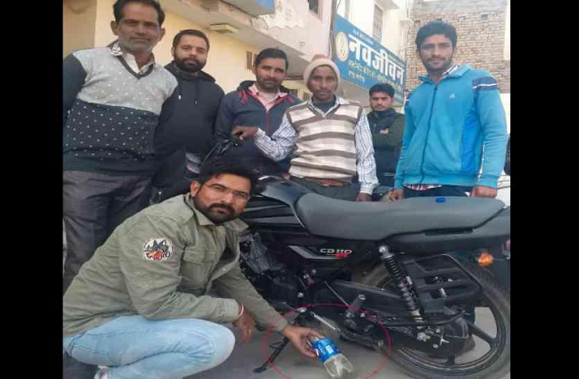 पेट्रोल पंप में पानी मिलाने का आरोप, नई बाइक बंद हुई तो किया हंगामा