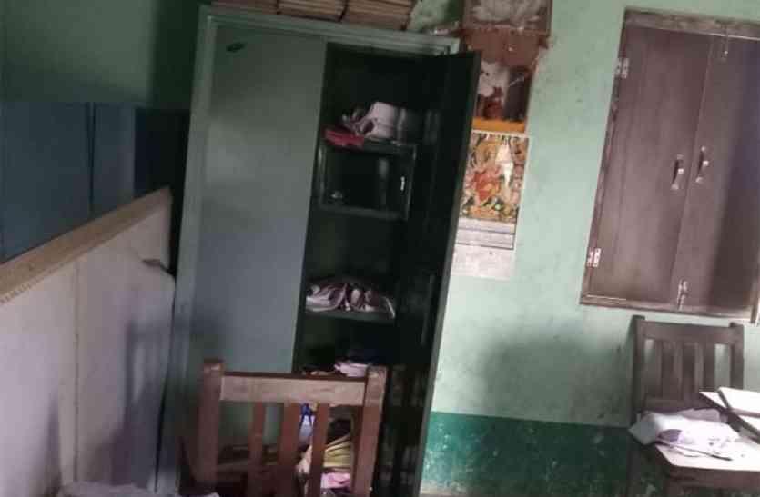चोरों ने लूट लिया आजमगढ़ का स्कूल, बच्चों के कंप्यूटर तक नहीं छोड़े