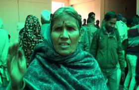 दबंगों के कहर से त्रस्त महिला, इंसाफ के लिये आठ साल से अधिकारियों के लगा रही चक्कर