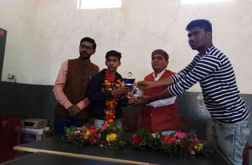 रोहित ने राष्ट्रीय स्तर पर जीता कास्य
