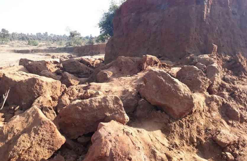 मिट्टी की अवैध खदान धसकी, दो मजदूरों की मौके पर मौत