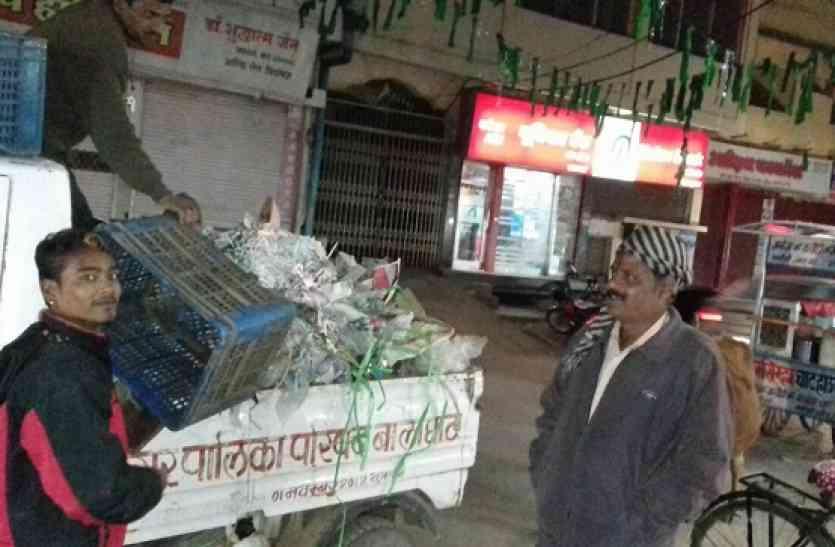 गुजरी बाजार में रात्रिकालीन सफाई कार्य कार्य प्रारंभ