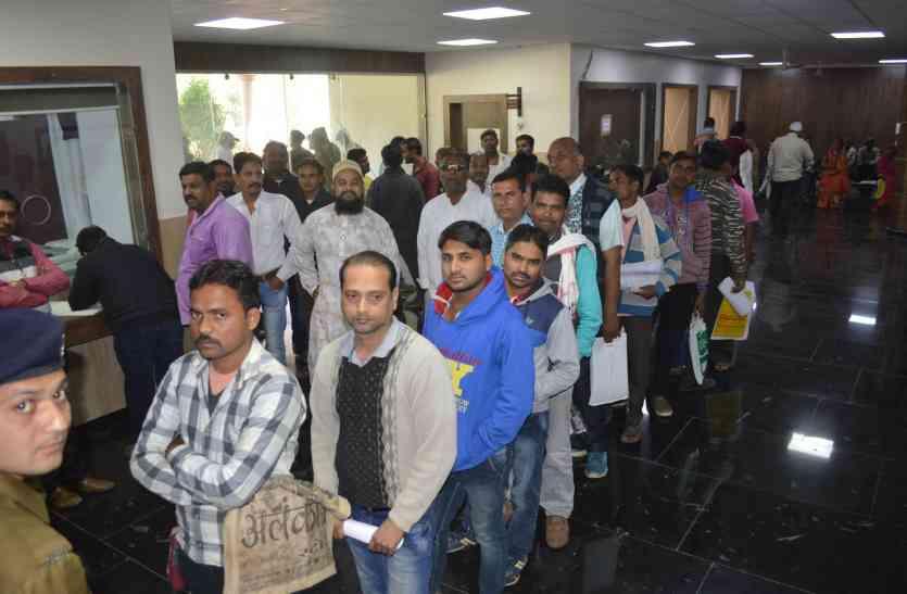 कांग्रेस अंतिम दिन भी नहीं तय कर पाई प्रत्याशियों के नाम, दावेदारों को मना रहे कांग्रेस के पदाधिकारी