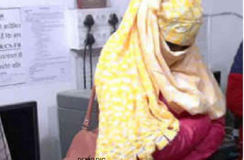 वेश्यावृत्ति के अड्डे पर छापा, पकड़ी गई महिला ने बाेली एेसी बात...