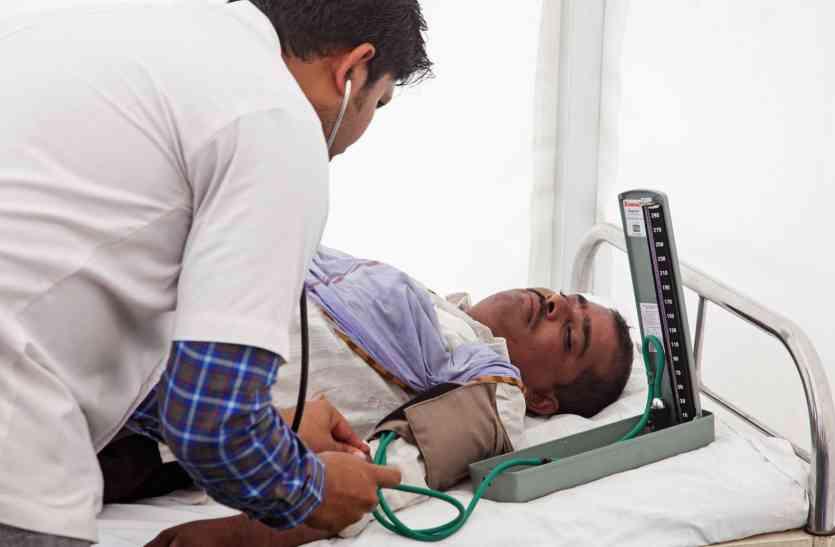 मरीजों की जिंदगी बचाने के लिए अपना खून भी न्योछावर