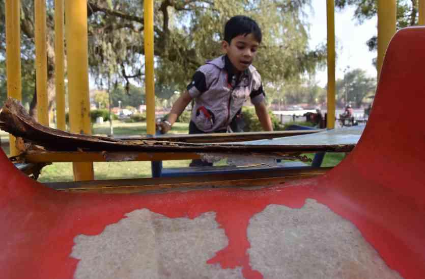 OMG! पार्कों में बच्चे खेले तो होंगे हादसों के शिकार