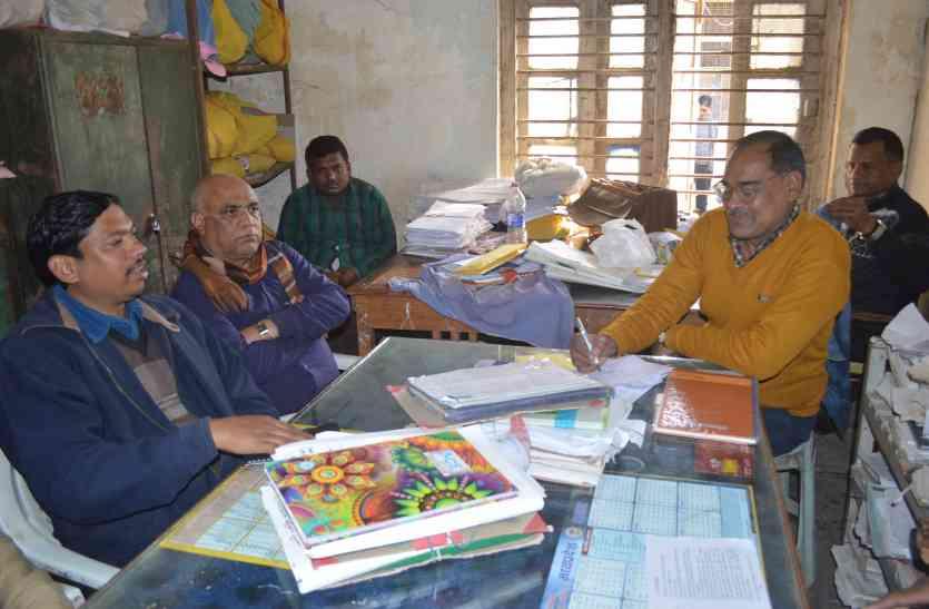 बाबू ने विभाग के कर्मचारी से मांगी रिश्वत, लोकायुक्त ने किया ट्रेप