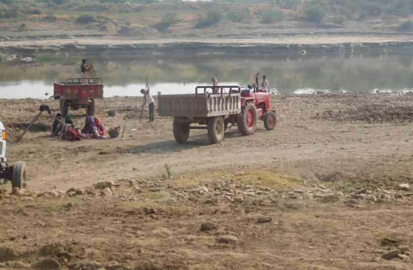 सरकारी कारिन्दों को मिल रही मलाई,पार्वती को कर रहे छलनी