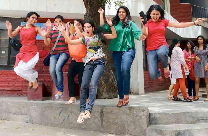 बेटियों के लिए अच्छी खबर-सरकार देगी 817 होनहार छात्राओं को पदमाक्षी पुरस्कार