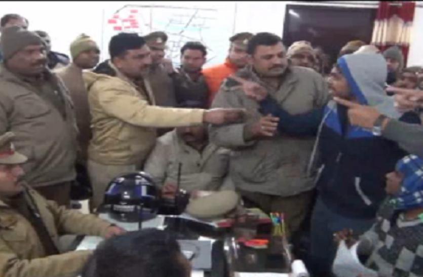 Breaking: UP पुलिस से भाजपाइयों की जबर्दस्त भिड़ंत, पिटने से बाल-बाल बचे नेता: देखें Video