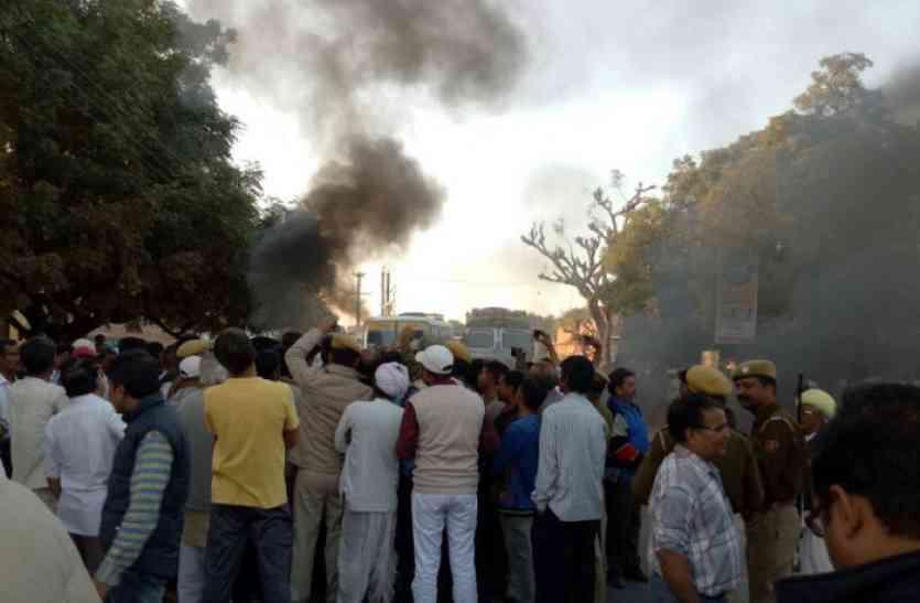 मां-बेटे की हत्या के आरोप में तीन गिरफ्तार, आक्रोशित लोगों ने उड गांव में किया प्रदर्शन
