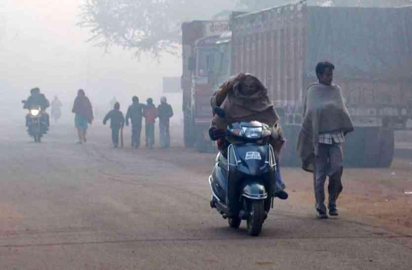 सर्दी से ठिठुरे लोग, पारा पहुंचा 3.50 पर
