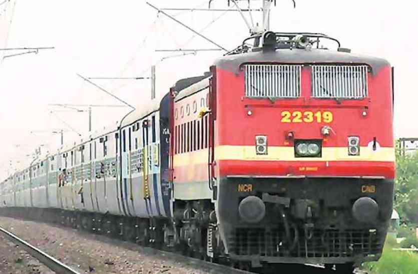 बेपटरी हुई रेल यातायात व्यवस्था