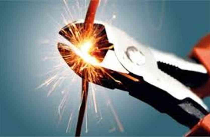 बिजली निगम ने काटा तहसील का बिजली का कनेक्शन,कामकाज ठप्प