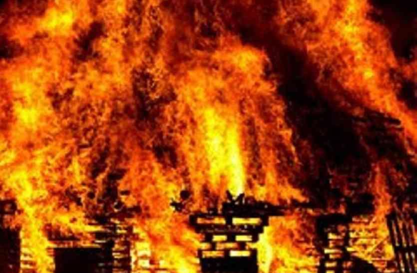 Breaking आजमगढ़ के दलित बस्ती में लगी भयानक आग, 4 लोगों की मौत- एक दर्जन पशु जलकर खाक