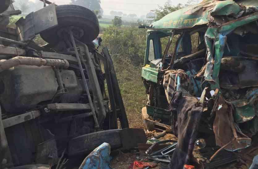 कोहरे में भिड़े ट्रक व डंपर, एक की मौत