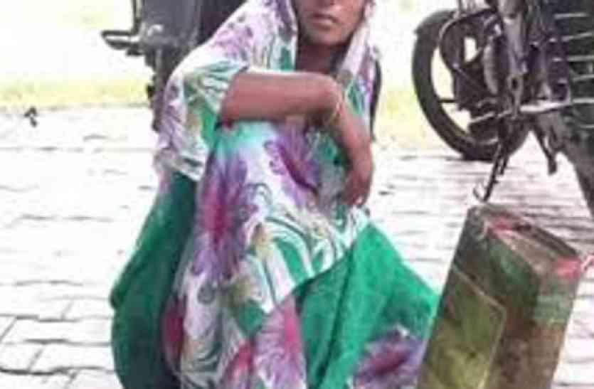Image result for पुलिस थाने में भ्रूण लेकर पहुंची युवती