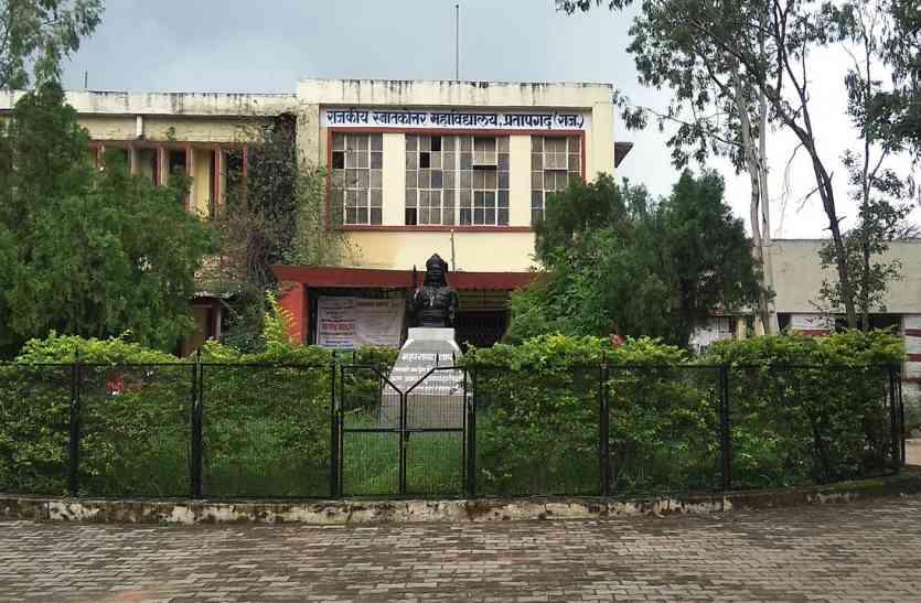 वीडियो: खाली पदों से जूझ रहा प्रतापगढ़ का पीजी कॉलेज