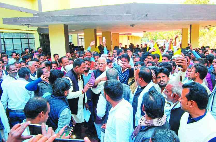 नरसिंहपुर:  अपनी ही पार्टी की प्रदेश सरकार के खिलाफ जमकर गरजे पूर्व मंत्री सिन्हा