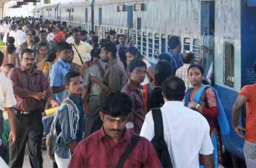 डीआरएम रेलवे स्टेशन सहित कार्यालयों व निर्माण कार्य का निरीक्षण किया