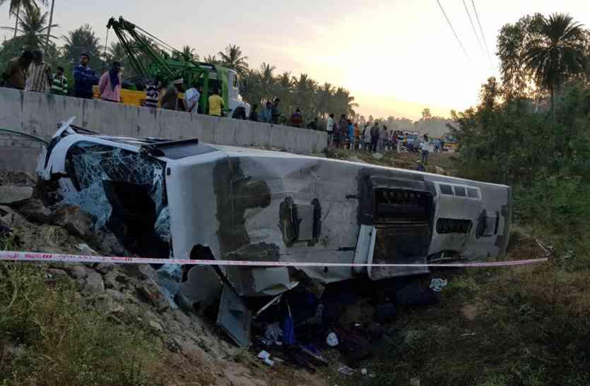 पुल से नीचे गिरी परिवहन निगम की बस, 8 मरे
