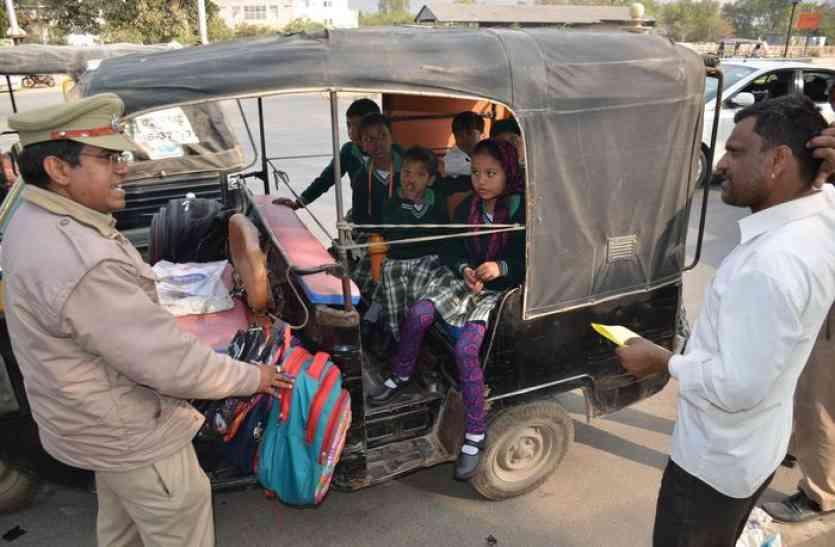 चालान काट चेताया ऑटो चालकों को, बंद करे बच्चों का परिवहन,आरटीओ टीम ने मौके पर बनाए चालान