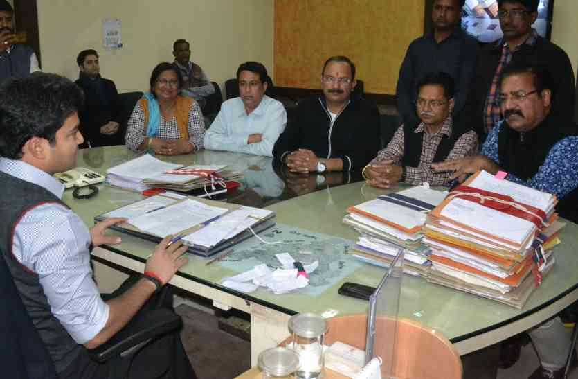 बोले कांग्रेस नेता-कलक्टर साहब भाजपा के मंत्री घूम रहे सरकारी बस में, लगाइए इन पर बैन